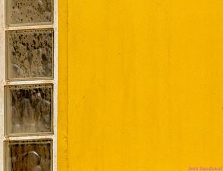 Geometrìa amarilla.  Puerto del rosario septiembre 2017