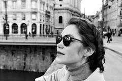 Sur le pont battant (rknecht) Tags: noiretblanc blackandwhite besançon lunettesdesoleil sunglasses weekend pont bridge nuages clouds