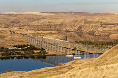 CEFX 1027 + BNSF 4944, Joso Bridge, Hooper - Ayer (Washington, USA) by Martin Válek -
