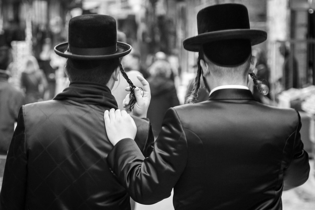 hasidic jew and orthodox jew is friendship Danny is a hasidic jew and follows the strict rules and beliefs of the hasidic faith reuven, on the other hand, is an orthodox jew who does not follow all of the traditional customs, but does honor his faith.