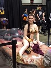 Slave Leia / Landspeeder (dougmartin571) Tags: awesomecon awesomecon2018 starwars slaveleia landspeeder cosplay