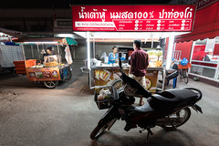 Evening Life in Saraphi, Chiang Mai, Thailand (jonasfj) Tags: nikond750 tamronsp153028vc ultrawideangle wide 15mm saraphi chiangmai thailand asia southeastasia foodstand motorcycle evening dark darkness fluorescentlights dinner food