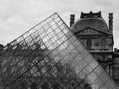 The Louvre, Paris (Miranda Ruiter) Tags: museum architecture art pyramid glass blackandwhite streetphotography photography museedulouvre louvre france paris