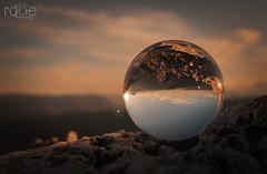 MONTE ARDAL TRAS LA BOLA (ROGE gonzalez ALIAGA) Tags: bola reflejo cristal yeste paisaje naturaleza