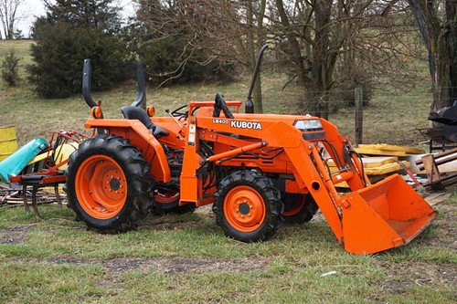 Kubota L2350 4WD Tractor w/ Front-End Loader and only 696 Garage-Kept Hours ($10,192.00)
