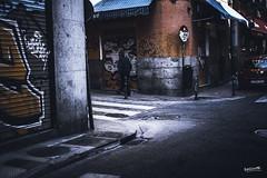 Calle La Palma (Ragonar) Tags: canoneos1dxmarkii canon 1dxmarkii 1dx sigma sigma50mm14art 50mm streetphotography streetstyle urbanphoto urbanstreetlife urbanexploration urbanscape ragonar madrid madridphoto