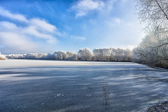 Icy (++sepp++) Tags: bayern deutschland graben lechfeld länder de landschaft landscape landschaftsfotografie winter kalt cold see baggersee lake quarrypond eis ice bäume trees sonnig sunny bavaria germany