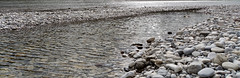 contemplation (Rosmarie Voegtli) Tags: contemplaton pebbles water isar sund sparkles weite vista münchen munich thalkirchen wasser sonne sun soleil eau rivière river fluss oesterreich austria