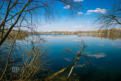 Unterbacher See, Erkrath (Sony_Fan) Tags: 2018 sony alpha 6000 sigma art 19mm 28 polfilter düsseldorf erkrath landschaft farbe color colorful bäume wasser see lake water clouds cloud sky himmel blau blue thomas umbach schwelm landscape tree trees frame nature natur h2o