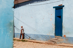 Trinidad (Juha Helosuo) Tags: trinidad sanctispíritus cuba travel people street photography canon 7d mk 2 mark ii colorful architecture building house home city town village explore everything blue moment day
