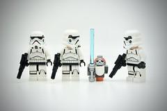LEGO Stormtrooper Porg (Pasq67) Tags: lego minifigs minifig minifigure minifigures afol toy toys flickr legography pasq67 starwars stormtrooper france 2018 porg disney lightsaber
