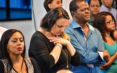 Culto Noite (Primeira Igreja Batista de Campo Grande) Tags: fotografia osvaldo melo ediçãokilderborges prcarloselias congregação cumprimento aperto de mãos abraços mãe e filho orando cantando louvando bíblia flauta flautista orquestra libras coro faia verde