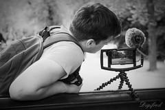 De ciniast in spe. (Digifred.) Tags: digifred 2017 amsterdam nikond500 nederland netherlands holland iamsterdam straat street city grachten streetphotography toeristen candid vondelpark people portret portrait mobilephone cellphone iphone smartphone filmen moviemaker ciniast