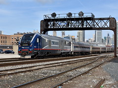 New under old (Robby Gragg) Tags: amtrak idtx sc44 charger 4625 chicago
