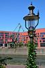 Duisburg - Innenhafen (07) - Landesarchiv NRW (Pixelteufel) Tags: duisburg nordrheinwestfalen nrw innenhafen architektur fassade gebäude innenstadt city stadtmitte stadtkern landesarchiv büro bürohaus bürogebäude office kran laterne leuchte lampe licht