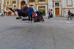 Cadooooo!!!  .... I'm fallinggggggg!!  :-) (Marco_964) Tags: street jump salto streetphoto pentax pentaxk50 hiphop streetdance lowpov