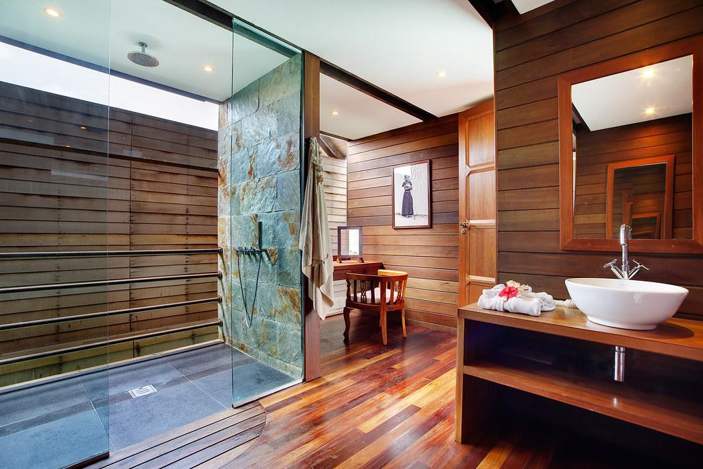 Overwater Deluxe Bathroom