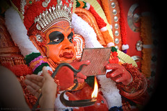 DEMIGOD OF NORTHERN KERALA (GOPAN G. NAIR [ GOPS Photography ]) Tags: gopsorg gops gopsphotography gopangnair gopan photography demigod theyyam malabar kerala ritual spiritual god mirror