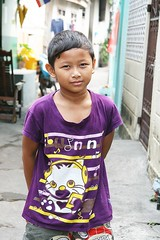 handsome boy with colorful shirt (the foreign photographer - ฝรั่งถ่) Tags: handsome boy purple colorful shirt khlong thanon portraits bangkhen bangkok thailand canon