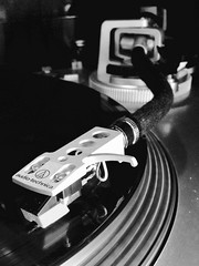 Tonearm of an Akiyama 2000 turnable (Ripley1969) Tags: cambridge rega dual thorens lenco marantz setup sony pioneer hifi audio tocadiscos turnable giradiscos tocata tornamesa technica vinilo vynil disco música vintage rock roll technics akiyama wharfedale plato equipo madrid españa speakers
