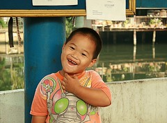 happy boy (the foreign photographer - ฝรั่งถ่) Tags: happy boy teeth missing khlong thanon portraits bangkhen bangkok thailand canon