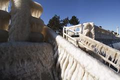 Tropfsteinhöhle (Lilongwe2007) Tags: deutschland eis skulpturen frost ostsee küste strand meer schleswig holstein lübeck travemünde winter eingefroren geländer architektur treppe