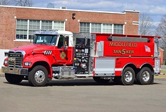 middlefield tanker 5 (Zack Bowden) Tags: fire truck ct middlefield mack tanker