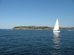 South Head, Entrance to Port Jackson, Sydney Harbour (d.kevan) Tags: australia portjackson southhead fromtheferry onthewaytomanly cliffs lighthouses sea buildings tasmansea boats sailingboats motorboats watsonsbay