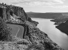 (el zopilote) Tags: 500 thecovepalisades oregon lakebillychinook easternoregon deschutesriver crookedriver metoliusriver rivers lakes landscape clouds road pentax 645 pentaxsmcpentaxa64575mmf28 120 mediumformat film ilford xp2 bw bn nb blancoynegro blackwhite noiretblanc schwarzweiss monochrome