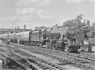 London, Midland & Scottish Railway - LMS Class 8F 2-8-0 steam locomotive Nr. 8233 (North British Locomotive Works, Glasgow 24607 / 1940)