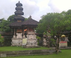 Indonesia-Bali Temple 20171130_172536 LG (CanadaGood) Tags: asia seasia asean indonesia bali kuta temple building tree canadagood 2017 thisdecade color colour cameraphone indonesian balinese green architecture