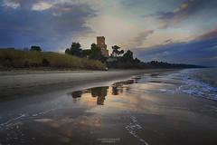 Specchio di maree (swaily ◘ Claudio Parente) Tags: mare torredicerrano abruzzo pineto riflessi torre nikon d500 nikond500 swaily claudioparente