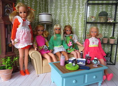 5. Good friends and ice cream (Foxy Belle) Tags: doll barbie vintage skipper diorama mod living room 1970s retro playscale 16 scale green wallpaper rement food ice cream sundae shake milk quick curl pose n play fluff malibu plants sofa lamp coffee table shelf clock blue wicker scene cafe my playset 2003