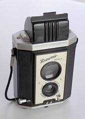 Kodak Brownie Reflex (pho-Tony) Tags: 127 127simple photosofcameras kodakbrowniereflex kodak brownie reflex tlr twinlensreflex fauxtlr waistlevel bakelite plastic vp square