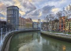 Ria de Bilbao (jetepe72) Tags: bilbao nervion ria urbana ciudad rio anochecer urban centro colores