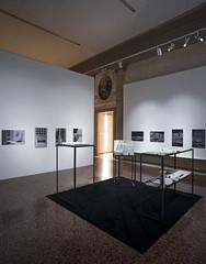 Black box (Nicolò Zanatta) Tags: venezia venice capesaro museo museum art gallery galleria arte moderna modern ucronia uchronia model plastico allestimento exhibition