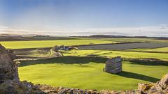 Tantallon Castle (Hans van der Boom) Tags: holiday vacation unitedkingdom uk scotland eastlothian tantallon castle northberwick coast doocot dovecot pigeonhouse green fields