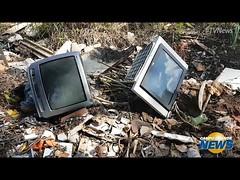 TV News - De osso à televisão, tem de tudo em rua que virou depósito de entulho (portalminas) Tags: tv news de osso à televisão tem tudo em rua que virou depósito entulho