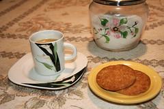 Coffee time (Mario in arte Akeu) Tags: smileonsaturday roundandround coffee caffè pausa biscotti cookies biscuits sugar zucchero time