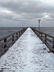 Binzer Seebrücke (lt_paris) Tags: urlaubinbinz2018 binz rügen seebrücke ostsee meer himmel winter schnee