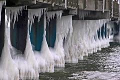 Eis an der Binzer Seebrücke (lt_paris) Tags: urlaubinbinz2018 binz rügen seebrücke ostsee meer winter schnee eiszapfen eis