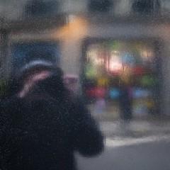 Dernier froid (Gerard Hermand) Tags: 1803182731 peinture reflection magasin store gerardhermand france paris eos5dmarkii canon auto black me moi mur noir paint portrait reflet rue reflexion self shopwindow street vitrine wall