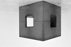 rumhängen (tan.ja1212) Tags: würfel cube quadrat square kanten selvage ecke corner museumsinsel hombroich