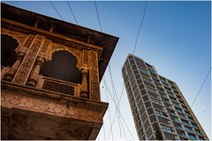 India , a country of contradictions ... (miriam ulivi - OFF /ON) Tags: miriamulivi nikond7200 indiadelsud bombay mumbay architetture architectures grattacielo skyscraper ancienttemple tempioantico cielo sky