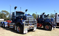 Sutcliffe (quarterdeck888) Tags: trucks transport semi class8 overtheroad lorry heavyhaulage cartage haulage bigrig jerilderietrucks jerilderietruckphotos nikon d7100 frosty flickr quarterdeck quarterdeckphotos roadtransport highwaytrucks australiantransport australiantrucks aussietrucks heavyvehicle express expressfreight logistics freightmanagement outbacktrucks truckies mack macktrucks macktrucksaustralia australianmacks mackmuster kyabrammackmuster2018 truckshow truckdisplay oldtrucks oldmacks superliner r600 daycab logtruck sutcliffe