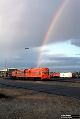 J672 Locos and rainbow (RailWA) Tags: railwa philmelling joemoir westrai