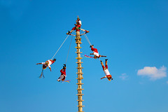 Voladores de Papantla (Javier Megar) Tags: digital morning blue azul nature natural arte rural ligth park mexico camera photography photo sky cielo nube america sunny sun veracruz papantla travel cultura cultural art red day clouds summer people lake old pretty beautiful eos countryside world gente colorful color happy tourism naturaleza
