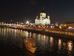 evening cityscape (VERUSHKA4) Tags: lights ship moskvariver canon europe vue view ville russia moscow evening cathedral dome cupolas quai car spring april reflection wetreflections lighting lamp farole night dark darkness religion historic architecture