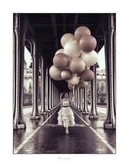 Paris n°179 - Sur le Pont Bir-Hakeim (Nico Geerlings) Tags: fashion photoshoot fashionshoot paris france pontbirhakeim ngimages nicogeerlings nicogeerlingsphotography balloon balloons leicammonochrom 50mm summilux model