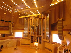 the biggest organ of Russia (VERUSHKA4) Tags: canon europe russia moscow ville city music instrument musicalinstrument spring march hall screen people decor wooden metallic object concert organ svetlanovhall stairs steps bench scene art door balcony seat chair light lighting floor ceiling view vue lamp yellow hccity